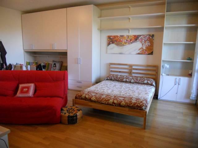 Appartamento in ottime condizioni arredato in affitto Rif. 7121341