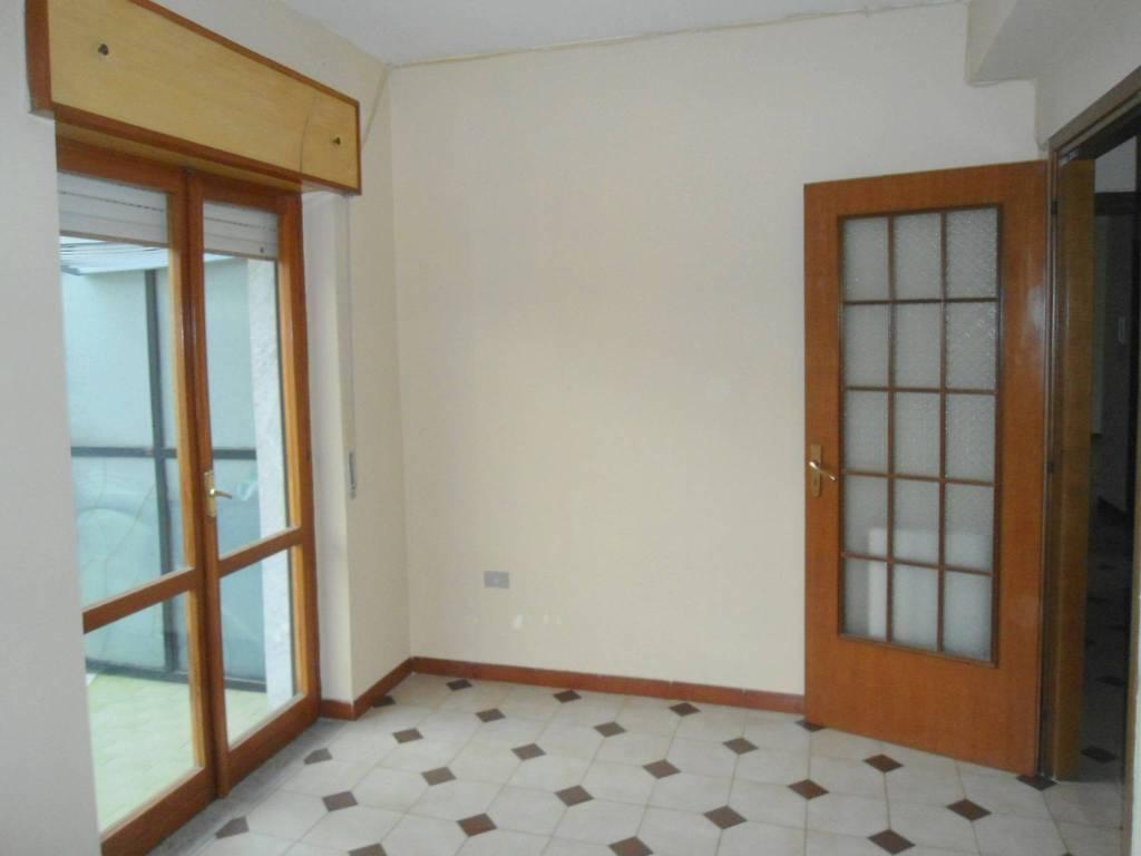 Appartamento in buone condizioni in affitto Rif. 7120051