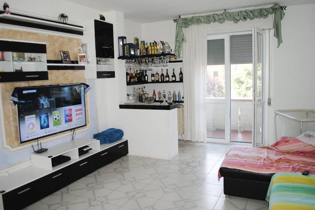 Appartamento in ottime condizioni arredato in vendita Rif. 8019470