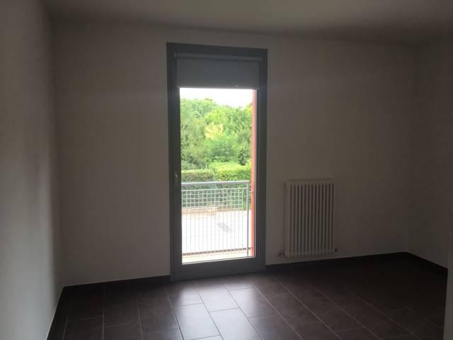 Appartamento in buone condizioni in affitto Rif. 7120189
