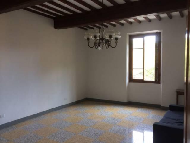 Appartamento in buone condizioni parzialmente arredato in affitto Rif. 7120010