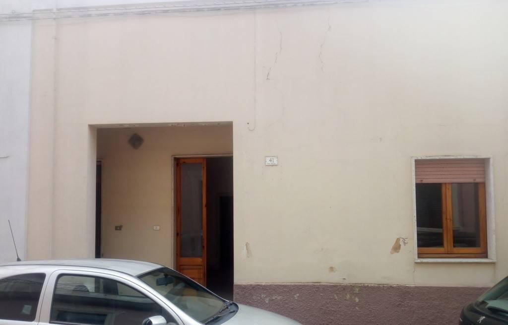 Appartamento da ristrutturare in vendita Rif. 8202134