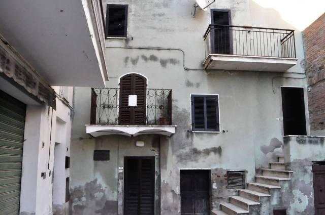 Appartamento da ristrutturare in vendita Rif. 7121072