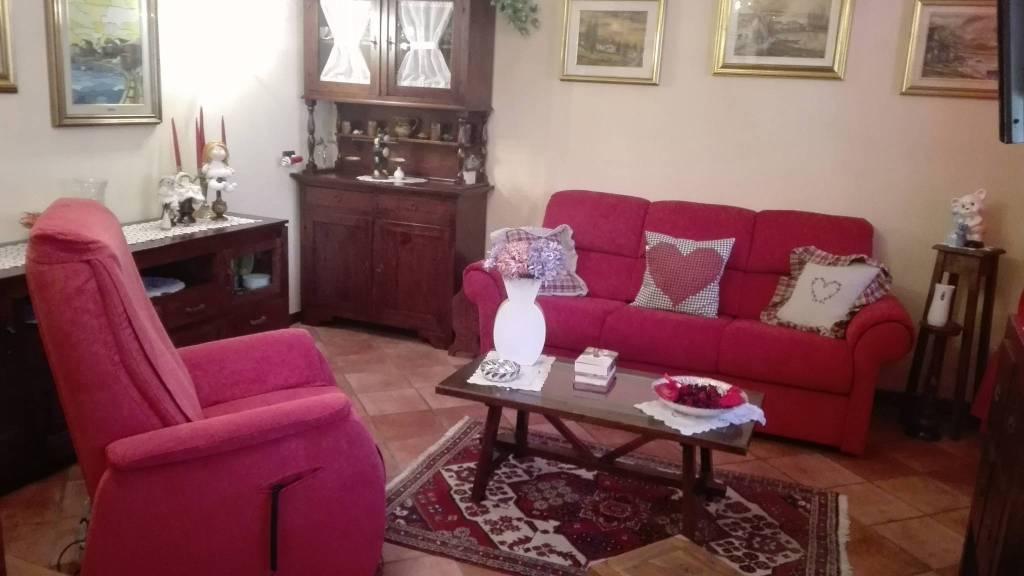 Appartamento in ottime condizioni parzialmente arredato in vendita Rif. 7135597