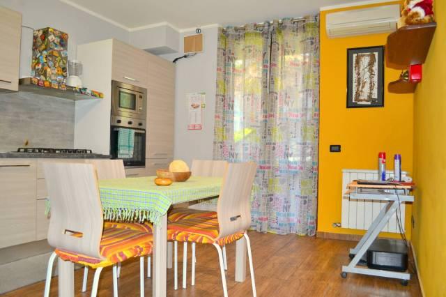 Appartamento in ottime condizioni arredato in vendita Rif. 7121082