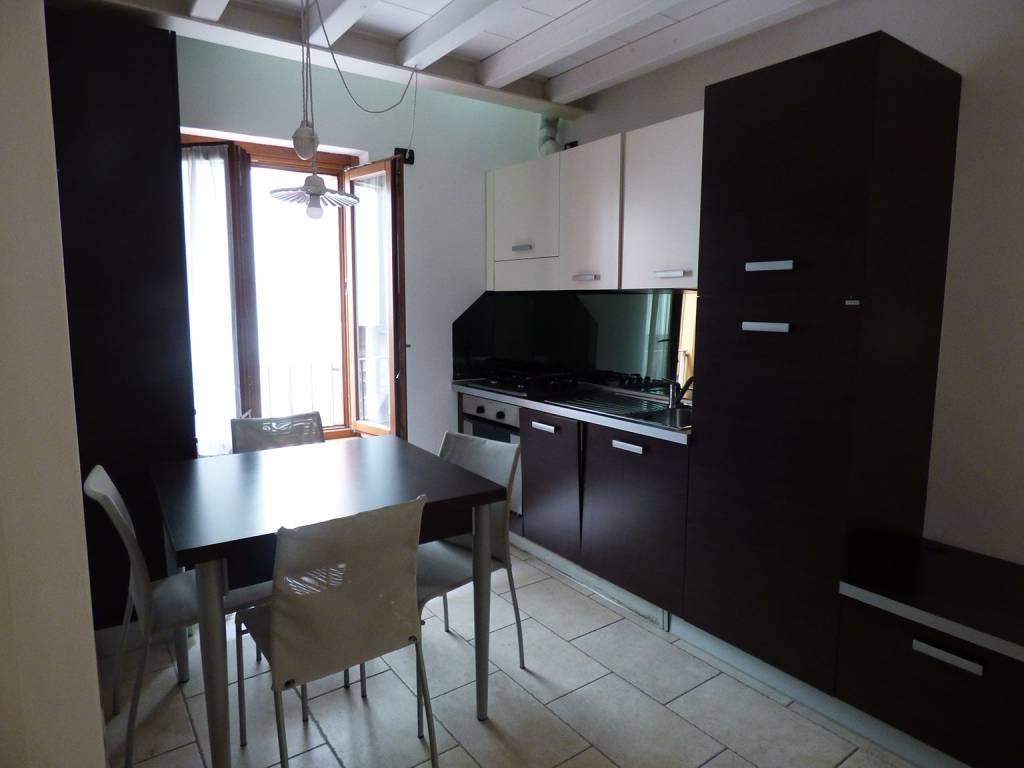 Appartamento in ottime condizioni arredato in affitto Rif. 9350674