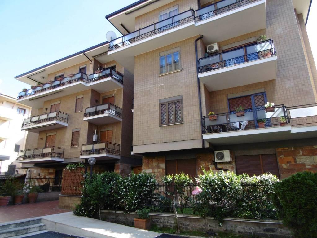 Appartamento in buone condizioni parzialmente arredato in affitto Rif. 7946404