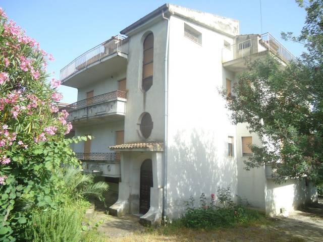 Appartamento in buone condizioni in vendita Rif. 7123661