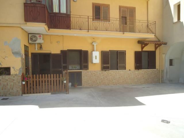 Appartamento in ottime condizioni in vendita Rif. 7139449