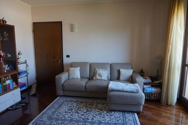 Appartamento in ottime condizioni parzialmente arredato in vendita Rif. 7135548