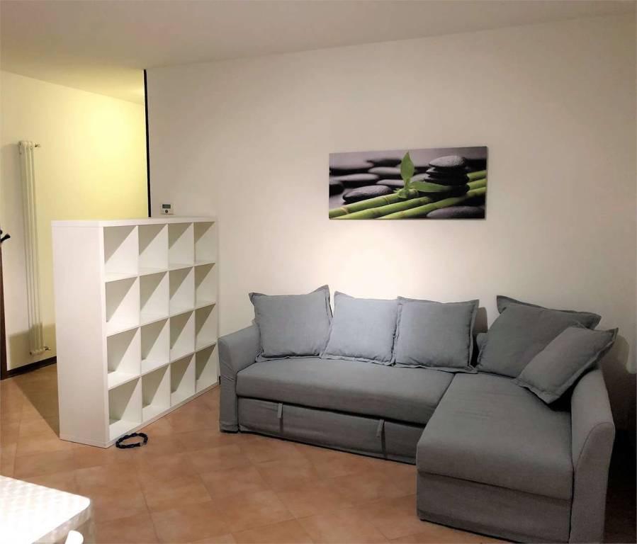 Appartamento in buone condizioni arredato in vendita Rif. 7577716