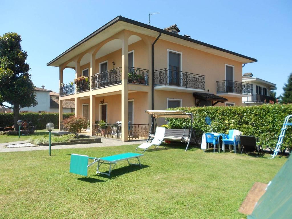 Appartamento in buone condizioni parzialmente arredato in vendita Rif. 7136215