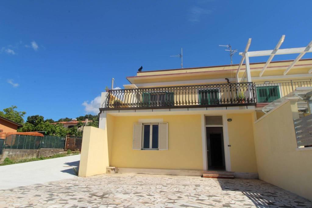 Appartamento in ottime condizioni in vendita Rif. 9156312