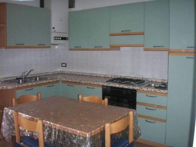 Appartamento in buone condizioni arredato in affitto Rif. 7137980