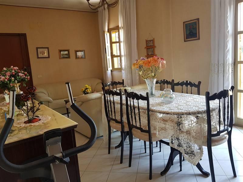 Appartamento in buone condizioni in vendita Rif. 8204713