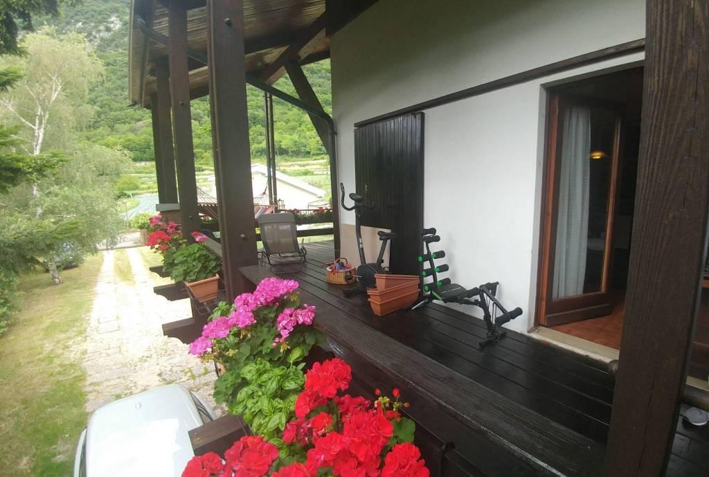 Villa in buone condizioni parzialmente arredato in vendita Rif. 8481967