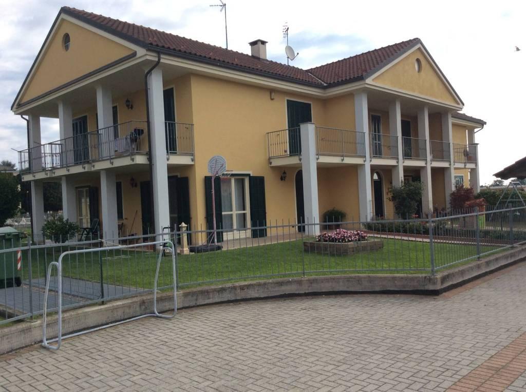 Villa in vendita via Monte Adamello Chieri
