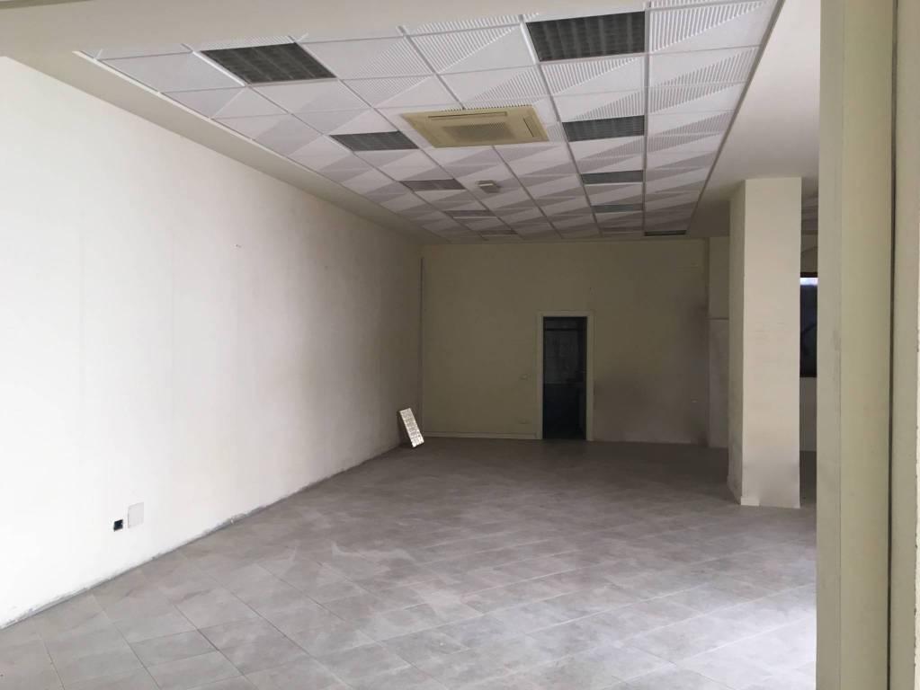 Negozio monolocale in affitto a Piacenza (PC)