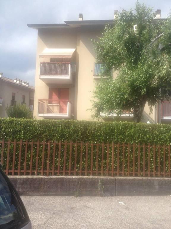 Appartamento in buone condizioni arredato in affitto Rif. 9045765