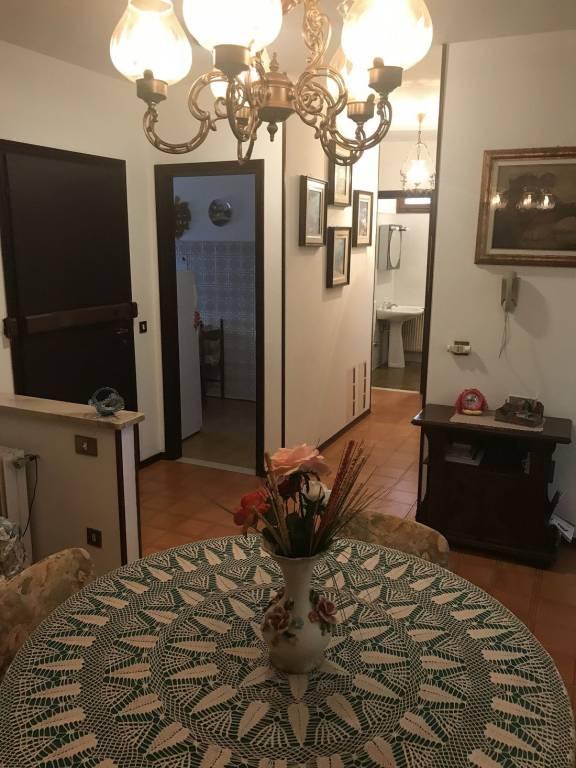 Appartamento in buone condizioni in vendita Rif. 9097035