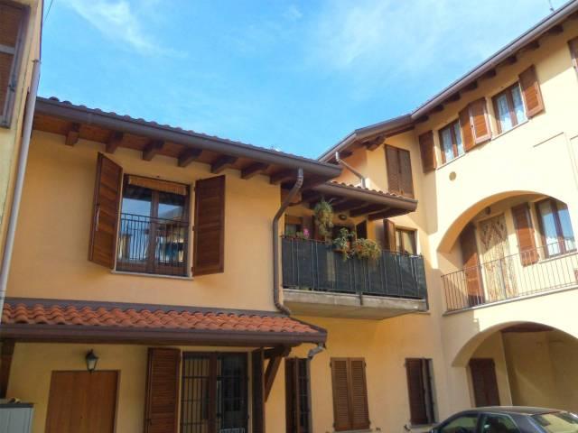 Appartamento in buone condizioni arredato in vendita Rif. 7135938