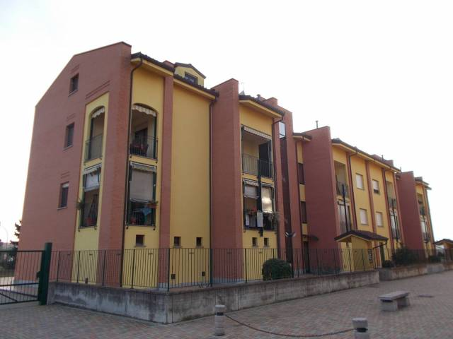 Appartamento in ottime condizioni arredato in affitto Rif. 7139472