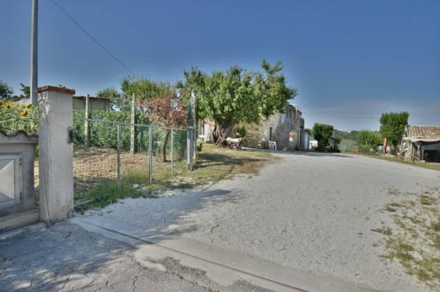 Rustico / Casale da ristrutturare in vendita Rif. 7141470