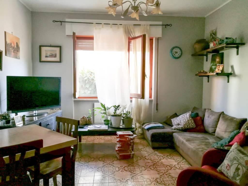 Appartamento in buone condizioni in affitto Rif. 8551652