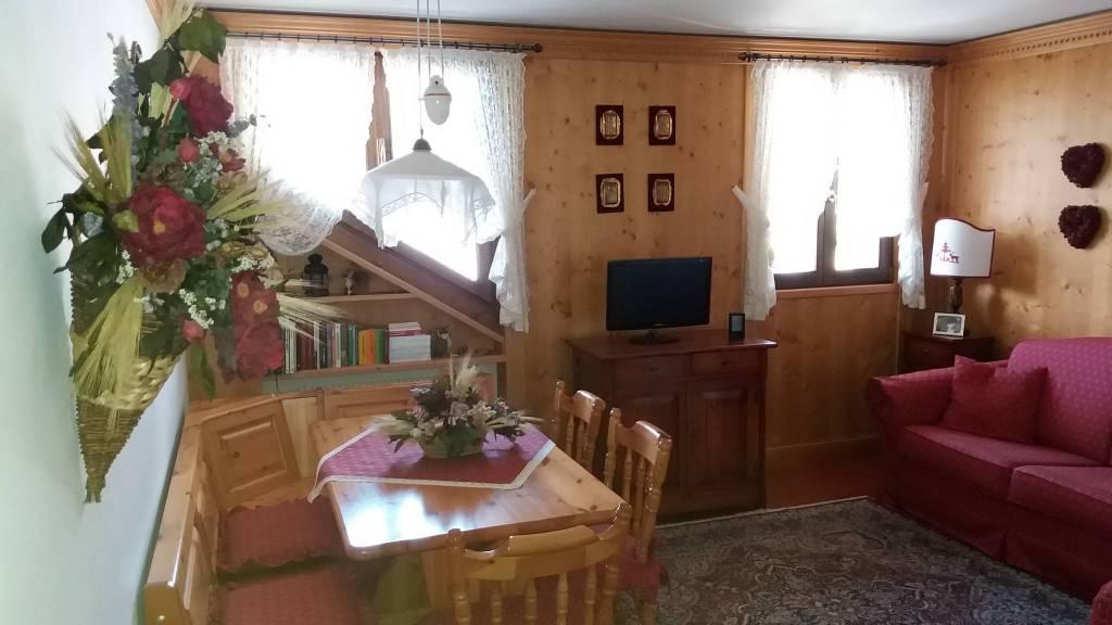Appartamento in ottime condizioni arredato in vendita Rif. 7148531