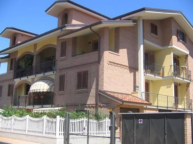 Appartamento in buone condizioni in vendita Rif. 7160706