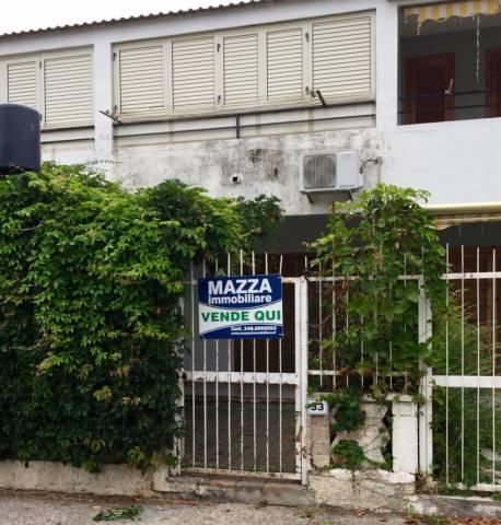 Villetta a schiera in buone condizioni parzialmente arredato in vendita Rif. 7160651