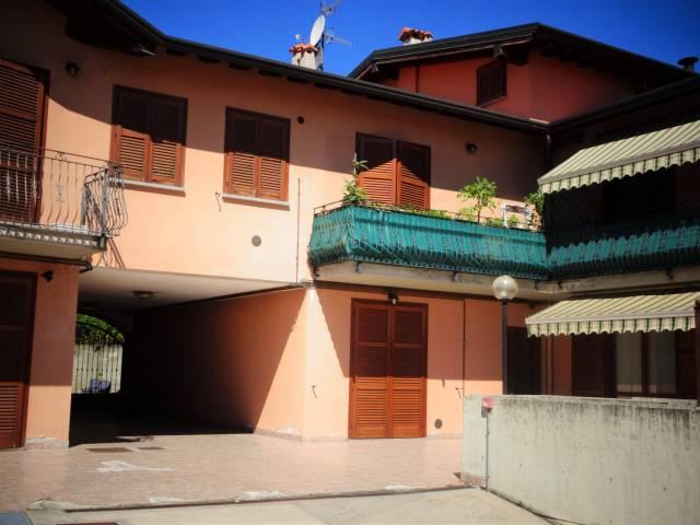 Appartamento in buone condizioni in vendita Rif. 7173648