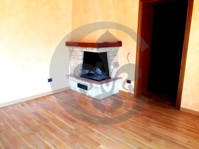 Appartamento in ottime condizioni parzialmente arredato in vendita Rif. 7160531