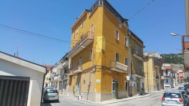 Appartamento da ristrutturare in vendita Rif. 7160808