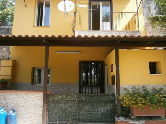 Appartamento in ottime condizioni arredato in affitto Rif. 7162497