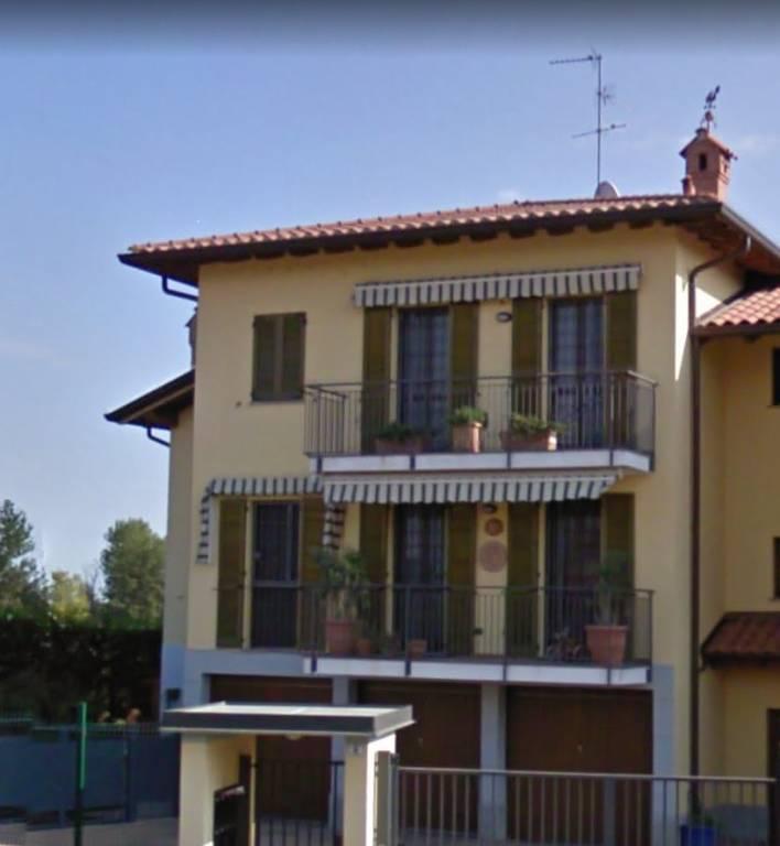 Appartamento in buone condizioni in vendita Rif. 9448280