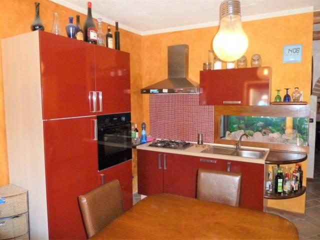 Appartamento in ottime condizioni arredato in vendita Rif. 7161042