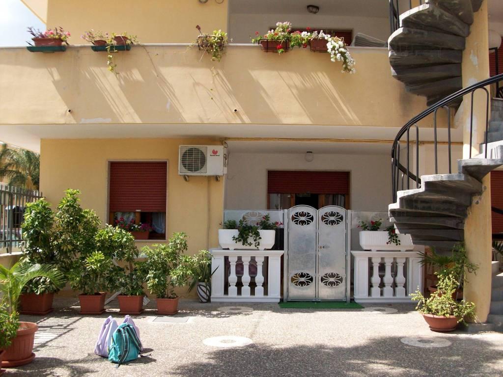 Appartamento in buone condizioni arredato in vendita Rif. 7160780