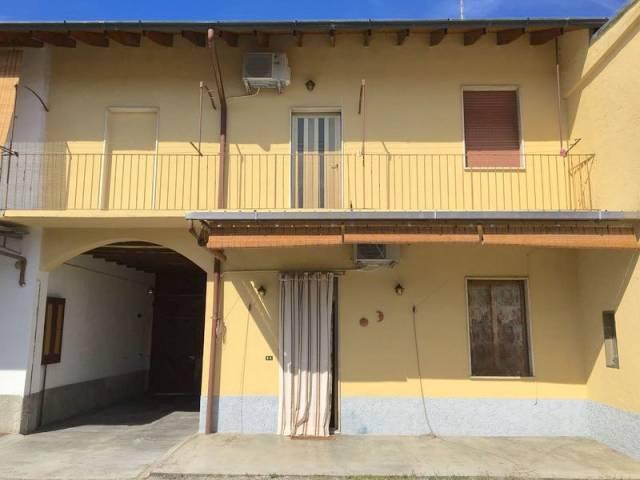 Appartamento in buone condizioni in vendita Rif. 7161843