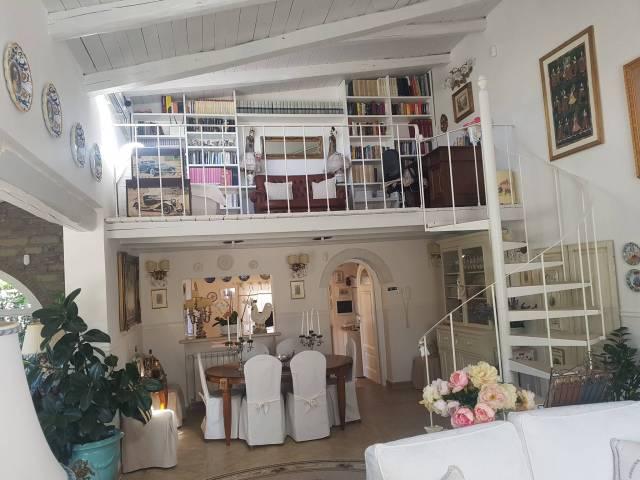 Villa in vendita a Trevignano Romano, 4 locali, prezzo € 550.000 | CambioCasa.it