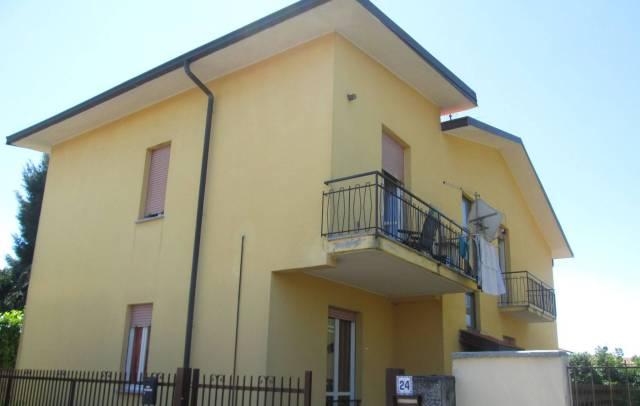 Appartamento in buone condizioni in affitto Rif. 7160606