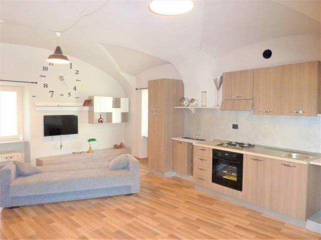 Appartamento in ottime condizioni parzialmente arredato in vendita Rif. 7161044