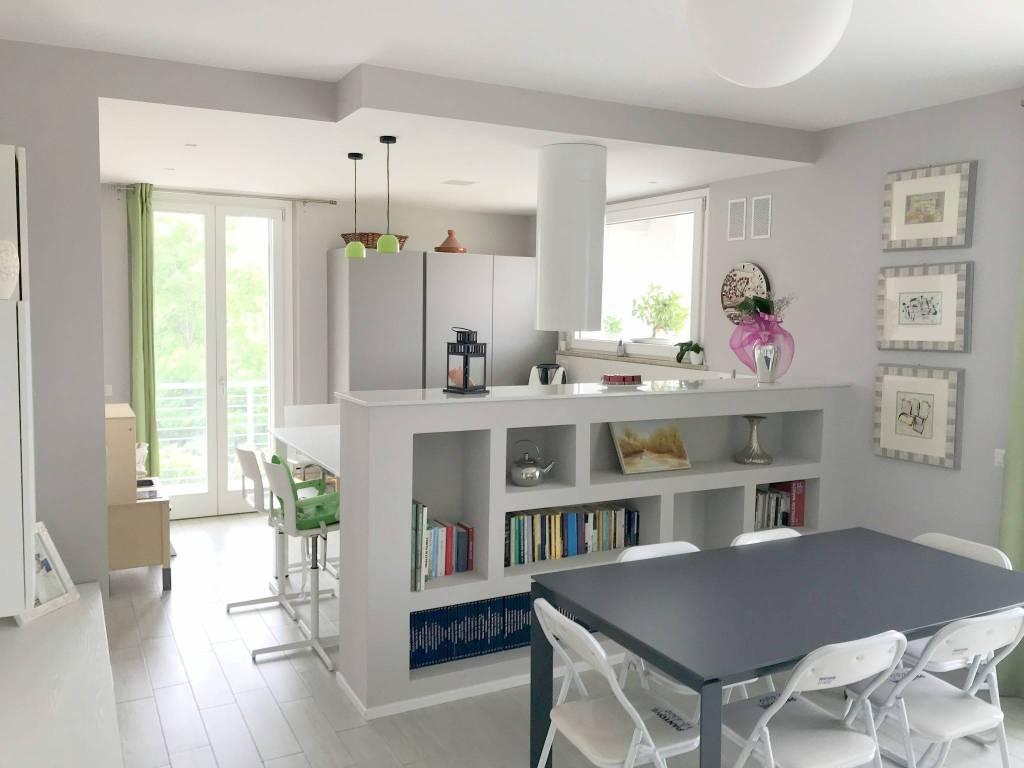 Appartamento in ottime condizioni parzialmente arredato in vendita Rif. 7160864