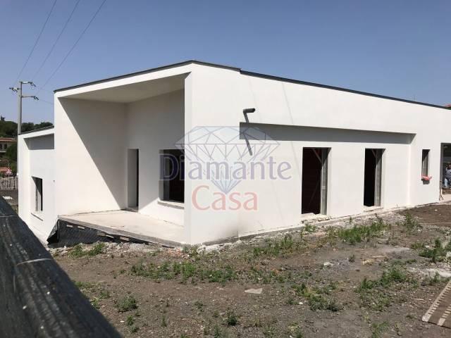 Villa in Vendita a Pedara Periferia: 3 locali, 75 mq