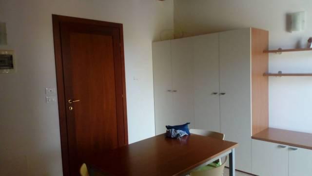 Appartamento in buone condizioni arredato in affitto Rif. 7160737