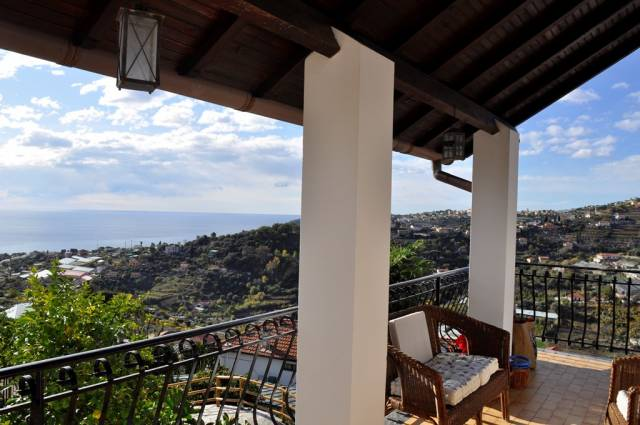 Villa in Vendita a San Remo Periferia Nord: 5 locali, 272 mq