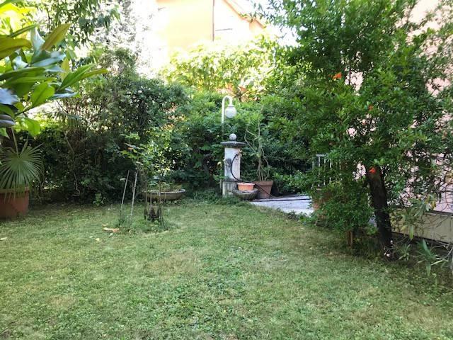 Appartamento in buone condizioni parzialmente arredato in vendita Rif. 7171184