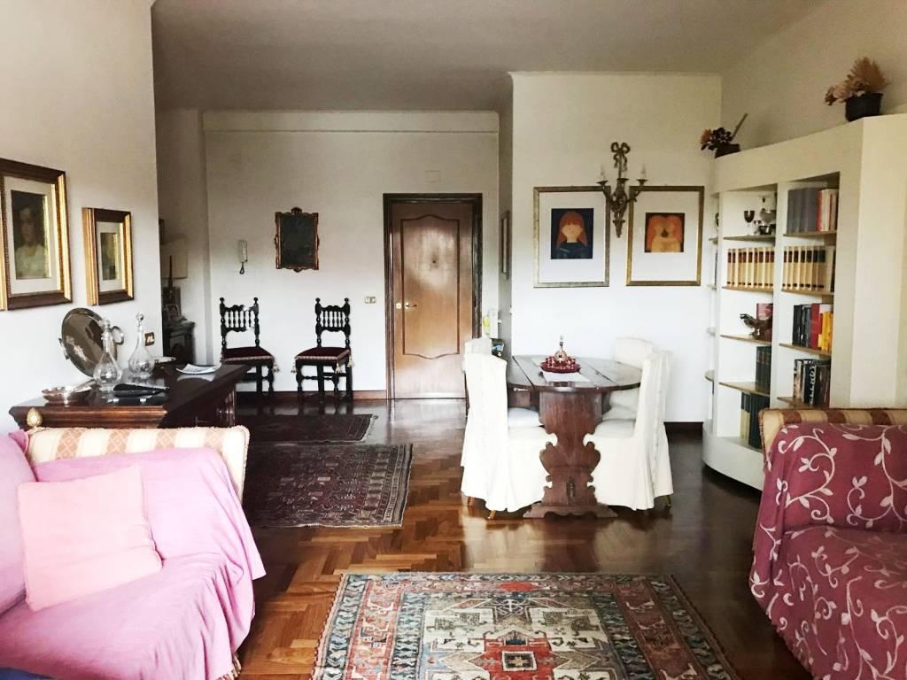 Appartamento in vendita 4 vani 120 mq.  via Nicola Laurantoni 12 Roma
