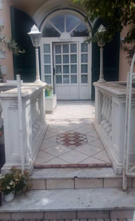 Appartamento in buone condizioni arredato in vendita Rif. 7176939