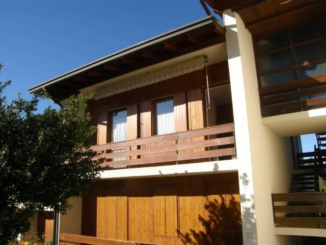 Appartamento in buone condizioni parzialmente arredato in vendita Rif. 7174618